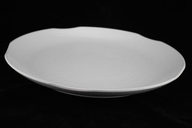 Where to find MELAMINE WHITE TEXTURED PLATTER-20X15 in Palatine