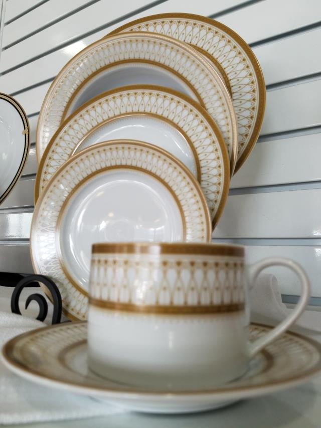 Where to find COFFEE CUP, GATSBY GOLD LACE in Palatine